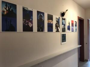 """Pfeifentopf und Fotos der Performances """"BLAU"""" und """"ELEMENTE"""""""