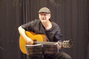 Dichter-Sänger Frank Viehweg am 26.07.19 in der Musikbrennerei